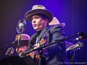 Shawn Camp at IBMA 2015 with The Earls of Leicester (photo: Shelly Swanger)